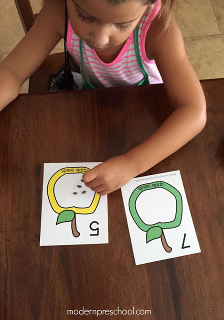 Counting apple seeds! Free printable counting cards (numbers 1-12) for preschoolers | Modern Preschool