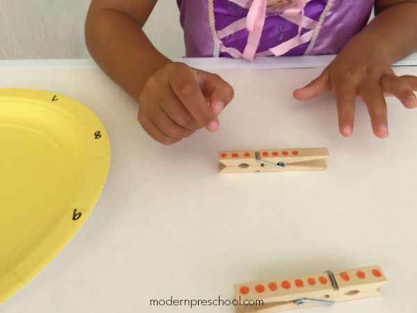 Fine motor number matching busy bag activity for preschoolers from Modern Preschool