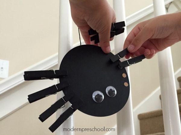 Fine motor counting spider busy bag for preschoolers! :: Modern Preschool