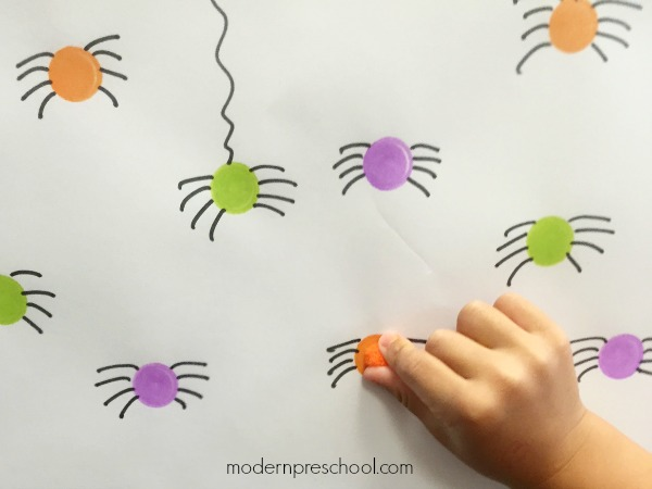 Practice color matching and fine motor skills with this simple spider activity for preschoolers and toddlers from Modern Preschool!