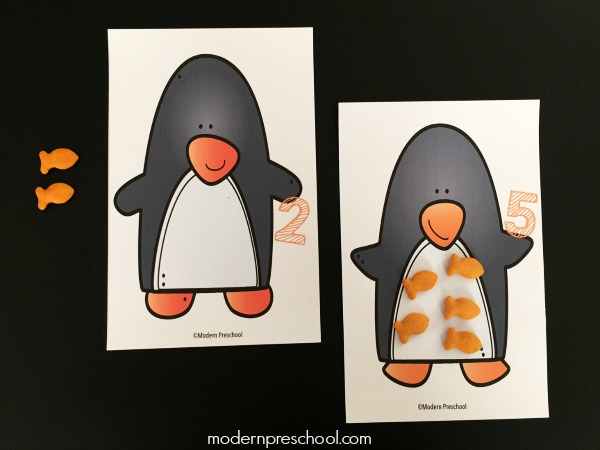 Free printable winter themed penguin counting mats 1-10 for preschoolers to snack and learn! Practice numbers, 1:1 correspondence, & fine motor skills!