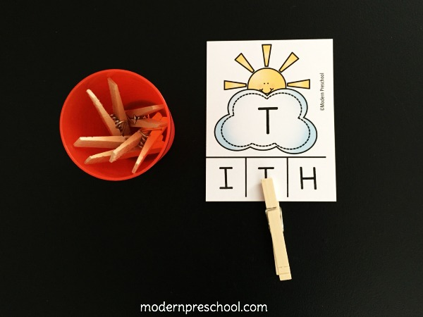 FREE alphabet practice letter matching clip cards reinforce letter recognition and strengthen fine motor skills for preschoolers and kindergarteners!