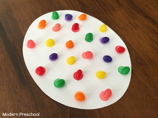 Jelly bean color matching Easter egg mats for toddlers and preschoolers! Practice counting and colors with this super simple math activity!
