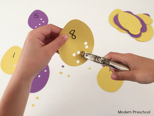 Crack those eggs! Practice counting, numbers, and fine motor skills with preschoolers & kindergarteners with this Easter or egg cracking counting activity!