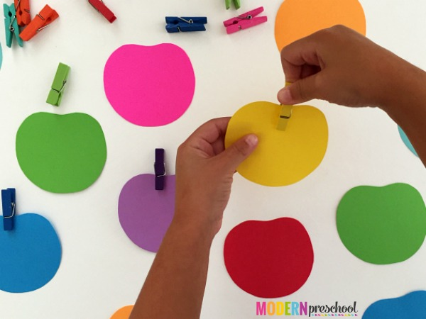 Candy apple color matching activity with a fine motor focus for toddlers and preschoolers that is perfect for fall!