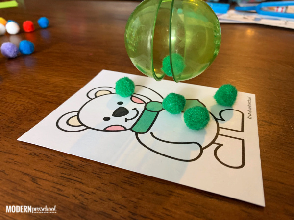FREE printable math polar bear color sorting snowballs to practice colors, fine motor, & counting during your winter or arctic animal theme in preschool!
